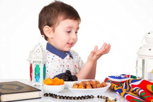كيف تعدين طفلك لصيام رمضان؟