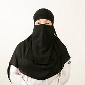 الدكتورة-'يمان-عبد-الحفيظ-300
