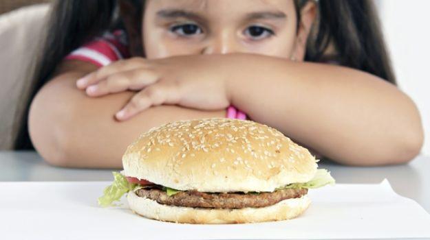 الحمية الغذائية المناسبة للطفل المصاب بالسكري