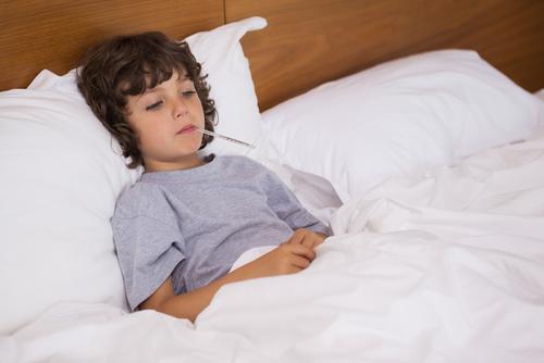 إرتفاع درجة حرارة الطفل وكيفية التعامل مع الأمر