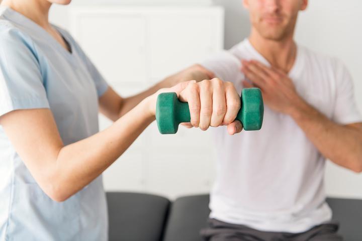 خدمة العلاج الطبيعي لضعف العضلات العام في المنزل