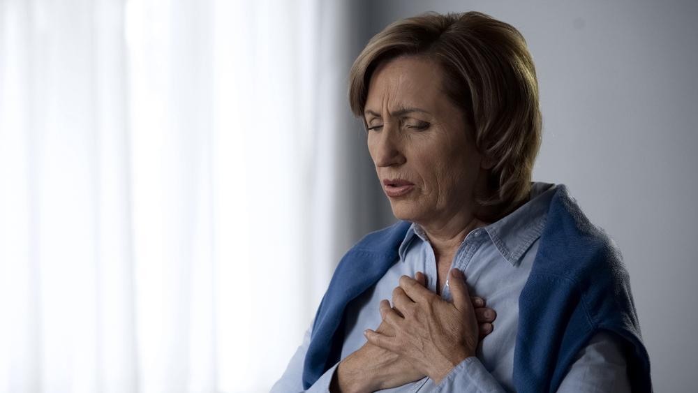 أعراض انسداد شرايين القلب وطرق علاجه